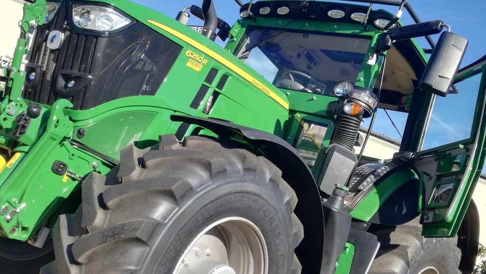 Groß, Grün, Gepanzerter: der John Deere Traktor